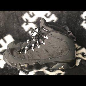 Nike Jordan sneakers big boys size: 6.5
